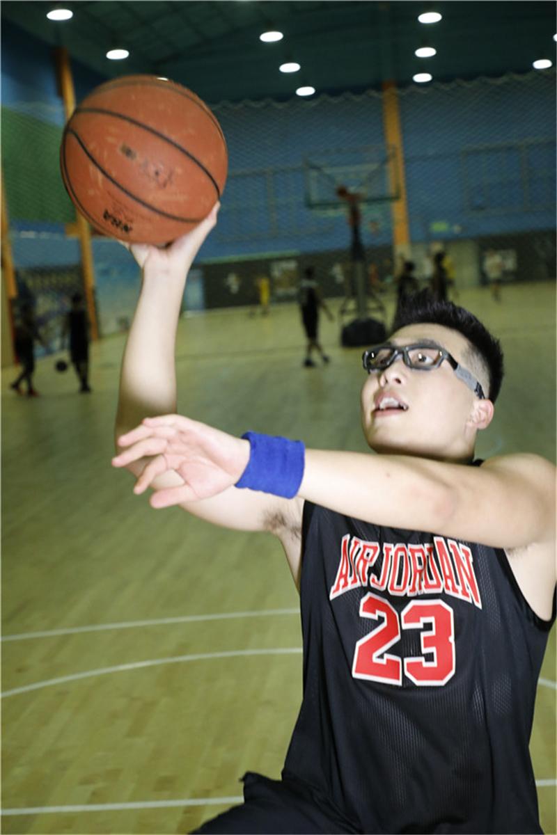 邦士度篮球眼镜